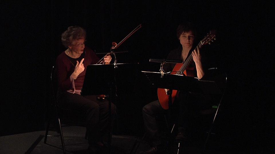 Musiciennes de Contes en Bande dans le spectacle de lecture de Guernesey