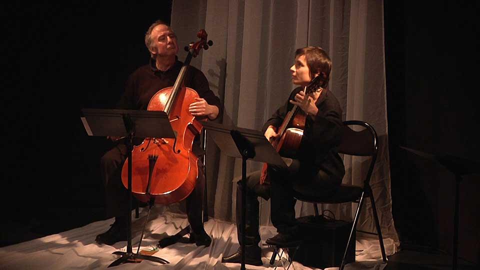 Sophie et Denis, les musiciens de Contes en Bande lors de la représentation de T'aime et variations