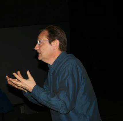 René Albold, metteur en scène, dirige les Ateliers du Comédien