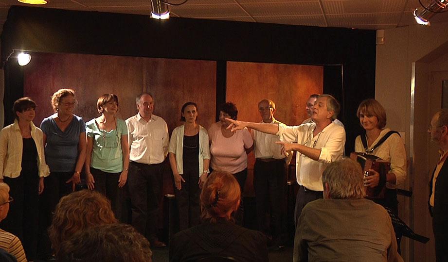 La troupe de lecture théâtre de 3A - Contes en Bande au bar du Prisme à elancourt